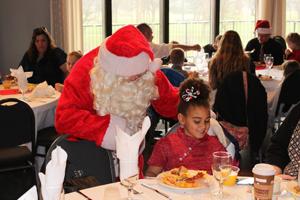 santa-and-table-visit300